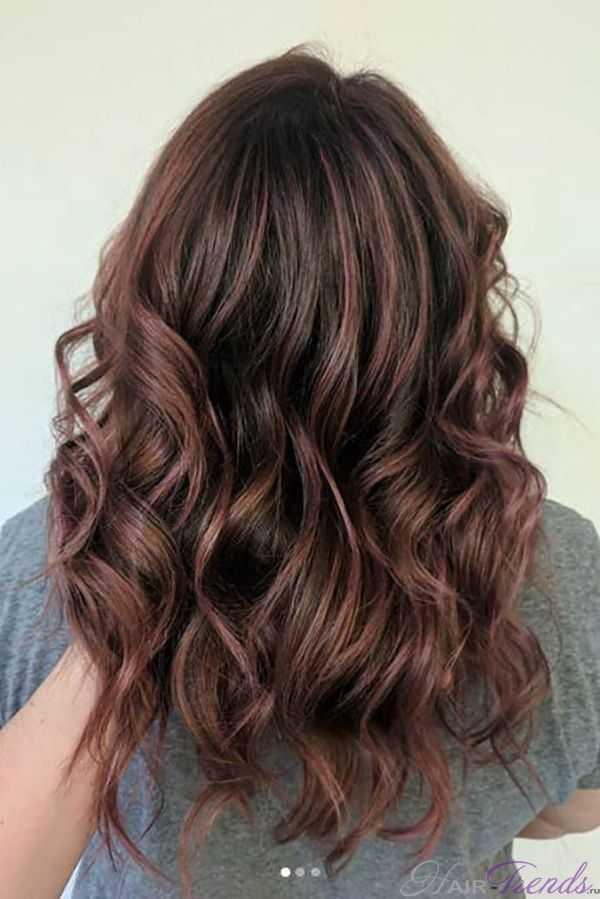 Каштаново розовые волосы